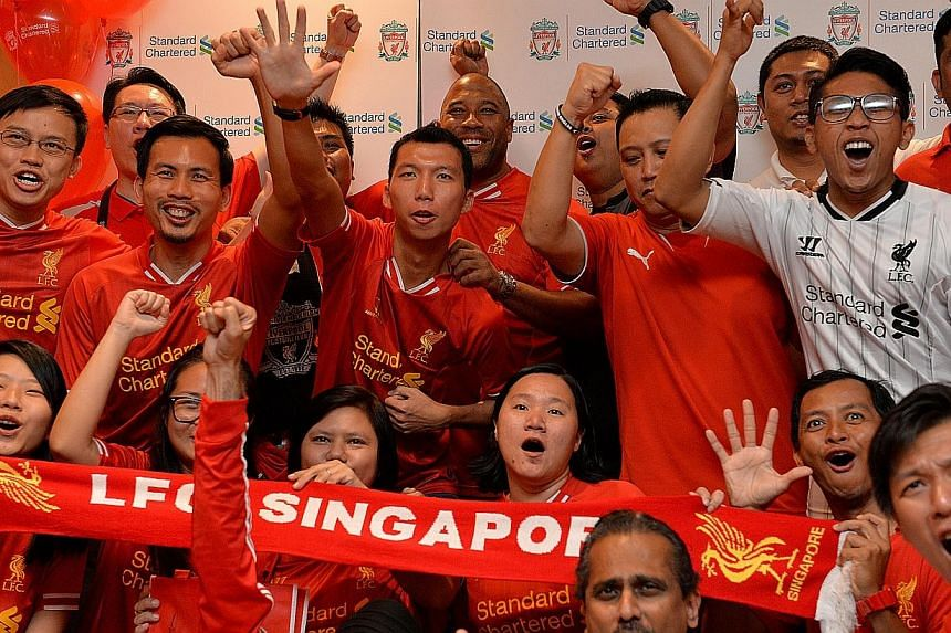 Liverpool legend John Barnes (centre, back row) takes a group photo with Liverpool fans after a meet-and-greet session at Swissotel the Stamford, on Nov 30, 2013.-- ST PHOTO:CAROLINE CHIA