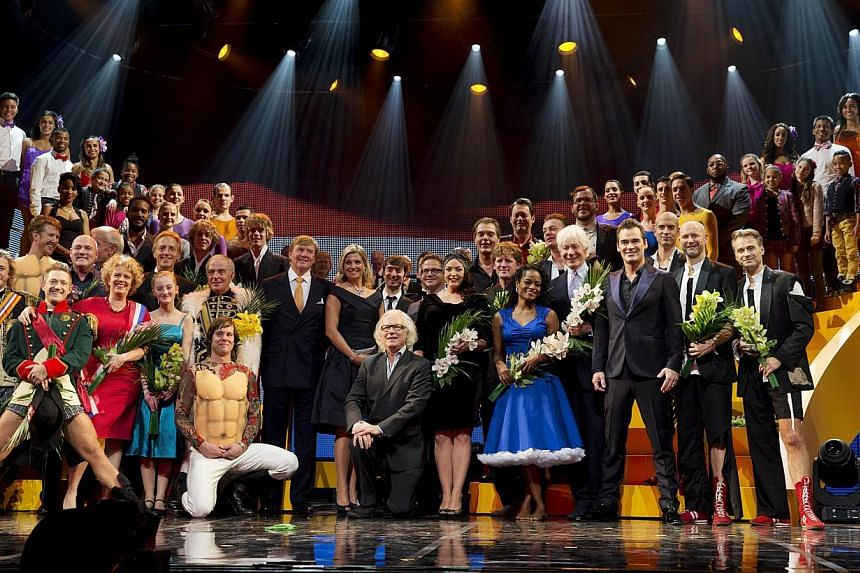 Artists pose with Dutch King Willem-Alexander and his wife Queen Maxima at the Circus Theatre after the celebrations marking the 200-year anniversary of the Kingdom of the Netherlands, in Scheveningen on Nov 30, 2013. -- PHOTO: AFP