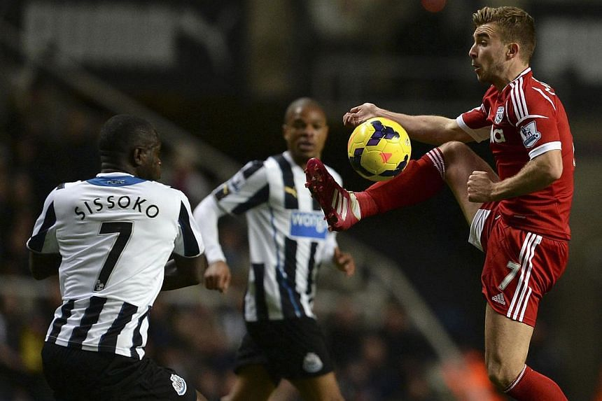 Newcastle United's Moussa Sissoko (left) challenges West Bromwich Albion's James Morrison during their English Premier League soccer match at St James' Park in Newcastle, northern England, on Nov 30, 2013. Sissoko scored a spectacular goal to give Ne