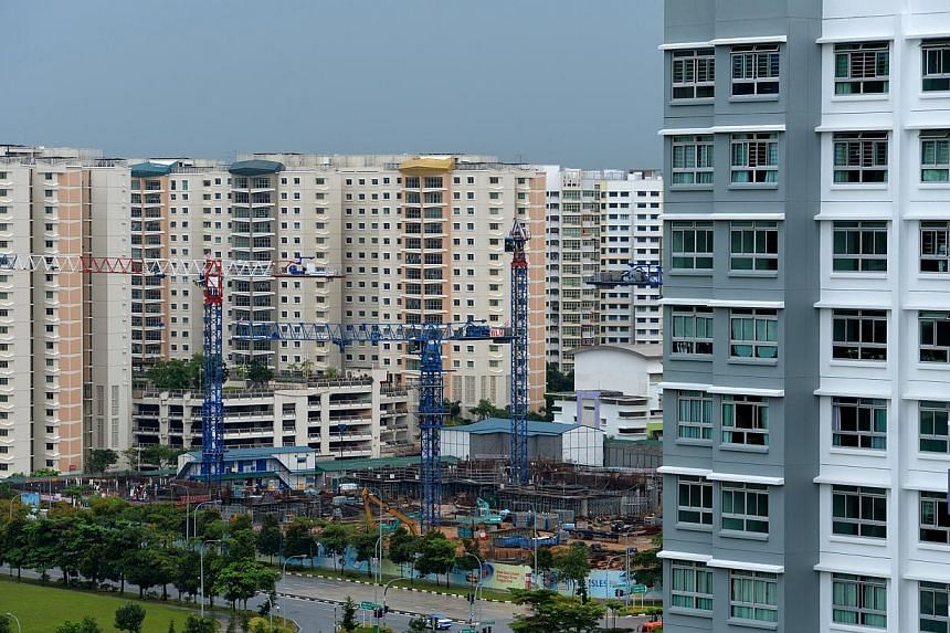 HDB flats in Punggol.The number of Housing Board flats being sold below valuation has rocketed, as tighter mortgage rules eat into demand. -- ST FILE PHOTO :CAROLINE CHIA