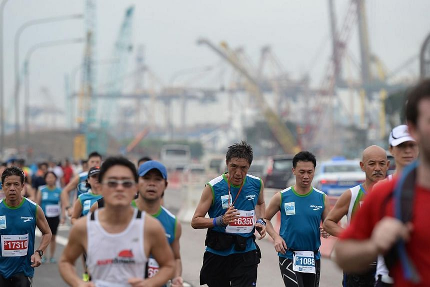 Runners along the ECP during the Standard Chartered Marathon 2013 on Sunday, Dec 1, 2013. -- ST PHOTO: RAJ NADARAJAN