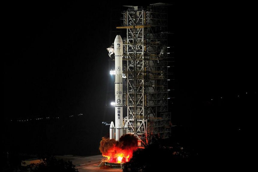 The Chang'e-3 rocket carrying the Jade Rabbit rover blasts off, from the Xichang Satellite Launch Center in the south-west province of Sichuan on Dec 2, 2013. China launched its first ever extraterrestrial landing craft into orbit en route for the mo