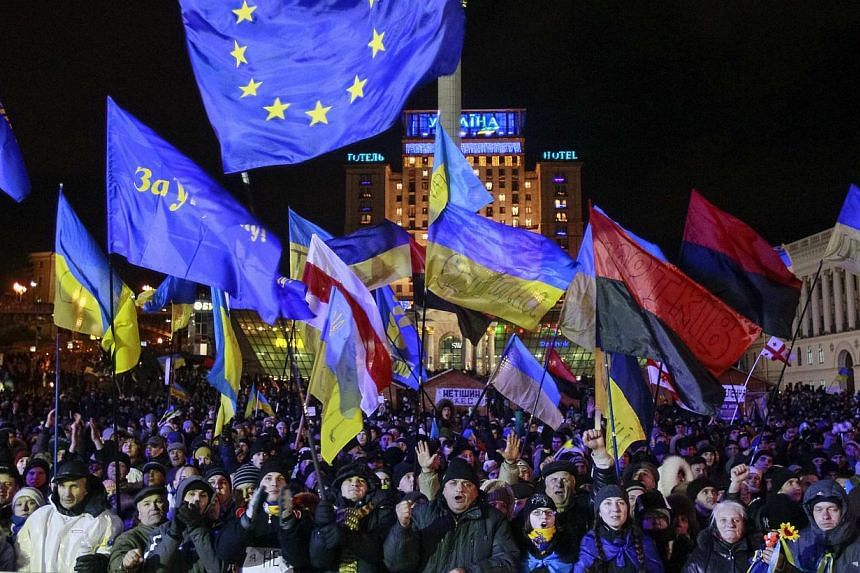 People supporting EU integration attend a rally in Kiev, Dec 2, 2013. Protesters blockaded government buildings and camped on Kiev's central square on Monday, seeking to oust President Viktor Yanukovych after police brutality and a row over EU ties p