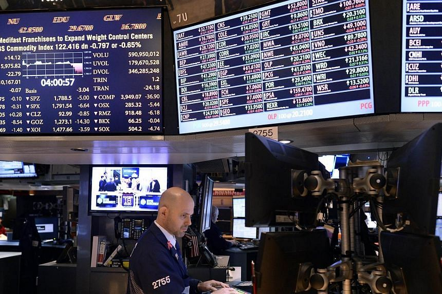 Traders work on the floor of the New York Stock Exchange at the closing bell on Nov 18, 2013. United States (US) stocks closed lower on Monday, with investors unable to find new reasons to keep pushing shares higher after eight straight weeks of