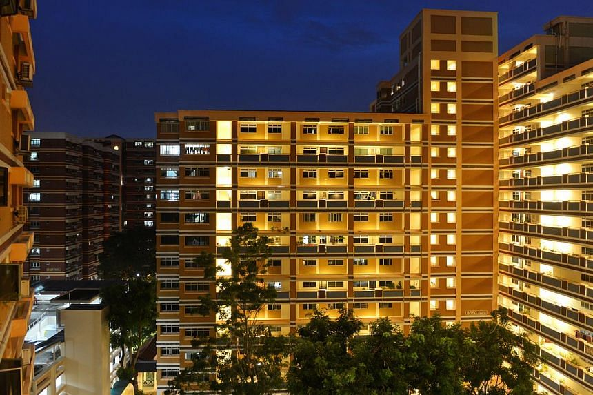 Cash premiums for Housing Board flats fell for the third straight time last month to $8,000, according to Singapore Real Estate Exchange flash estimates on Dec 5, 2013. -- ST FILE PHOTO: CAROLINE CHIA