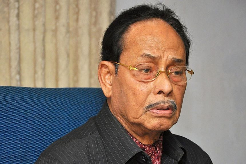 Bangladesh's former military dictator Hussain Muhammad Ershad (above) threatened to kill himself on Thursday, Dec 5, 2013, after security forces besieged his home following his decision to boycott next month's elections. -- PHOTO: AFP