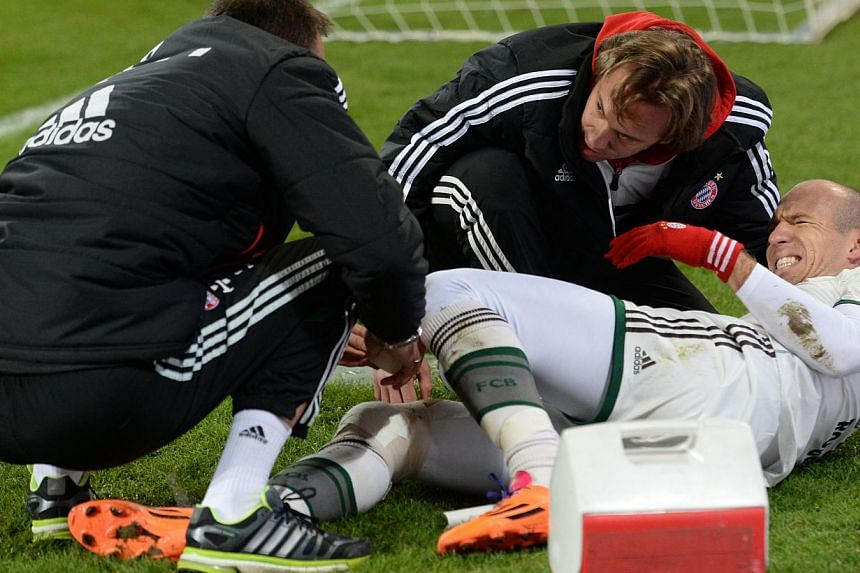 Medical assistants help injured Bayern Munich's Dutch midfielder Arjen Robben during the 3rd round German Cup (DFB - Pokal) football match FC Augsburg vs Bayern Muenchen in Augsburg, Dec 4, 2013. Robben could be set for a spell on the sidelines after