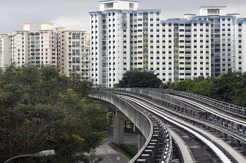 The Ministry of National Development will impose a cap on the percentage of foreigners in Housing Board estates, Minister Khaw Boon Wan wrote in a blog post on Dec 6, 2013. -- ST FILE PHOTO: NEO XIAOBIN