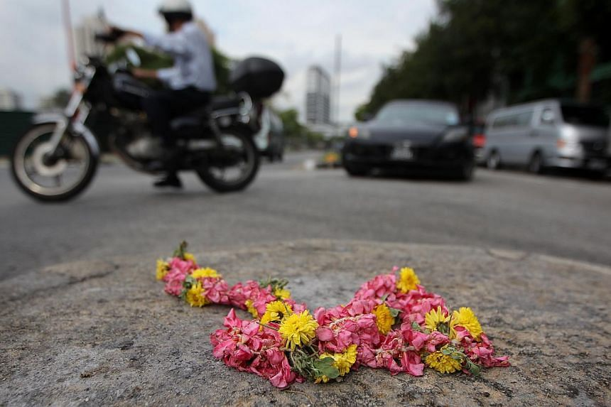 Flowers were laid on road curbs along Race Course Road on Monday, Dec 9, 2013. There will be a complete ban on the sale and consumption of alcohol this coming weekend in the Race Course Road area where a riot broke out in Little India on Sunday