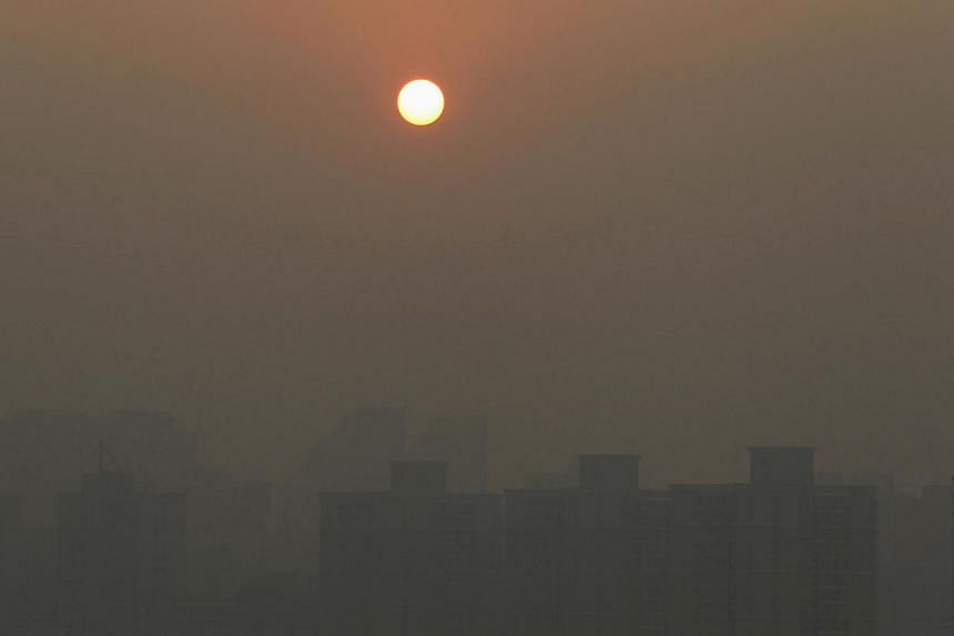 Heavy haze blanketing Beijing in the morning of Dec 7, 2013. Chinese authorities have told pilots who fly to Beijing that they must be qualified to land their aircraft in the low visibility bought about by smog, state media said on Thursday, Dec 12,