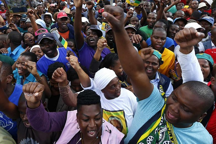 Mourners cheer during a gathering in support of former South African President Nelson Mandela while in Pretoria on Dec 11, 2013.Tens of thousands of South Africans danced and sang for Mr Nelson Mandela on Wednesday as formal ceremonies were put