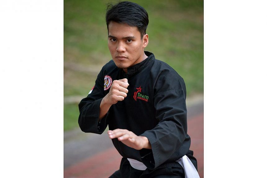 Singapore's reigning silat world champion Shakir Juanda (above) has stumbled again in his quest for an elusive SEA Games gold medal. The 25-year-old was beaten 0-5 by arch rival Le Si Kien of Vietnam in the semi-finals of Match Class J, consigni