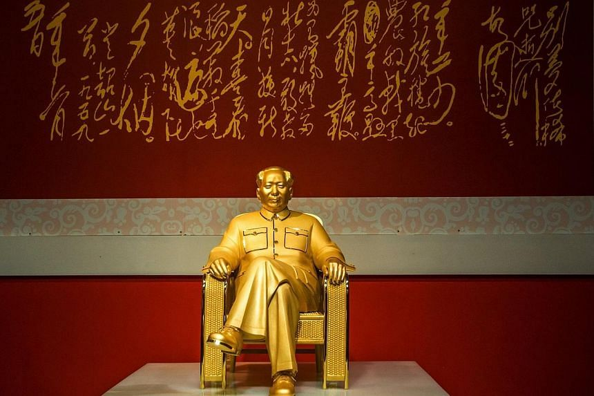 A gold and jade statue of Mao Zedong is displayed at an exhibition in Shenzhen, south China's Guangdong province on Dec 13, 2013. -- PHOTO: AFP