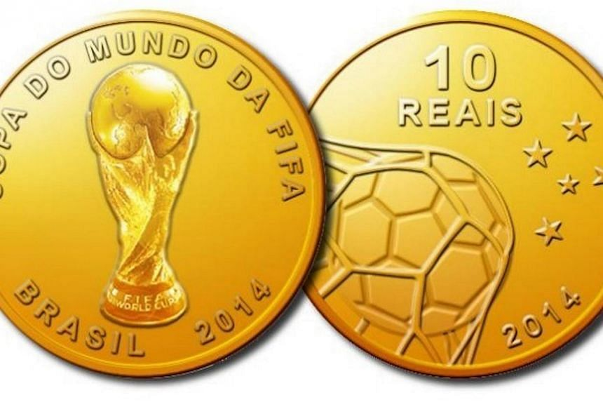 """Handhout picture released on Dec 13, 2013 by the Central Bank of Brazil showing a 10 Reals gold coin (S$5.4), reading """"Copa do Mundo da Fifa - Brasil 2014"""" (Fifa World Cup - Brazil 2014). -- PHOTO: AFP"""