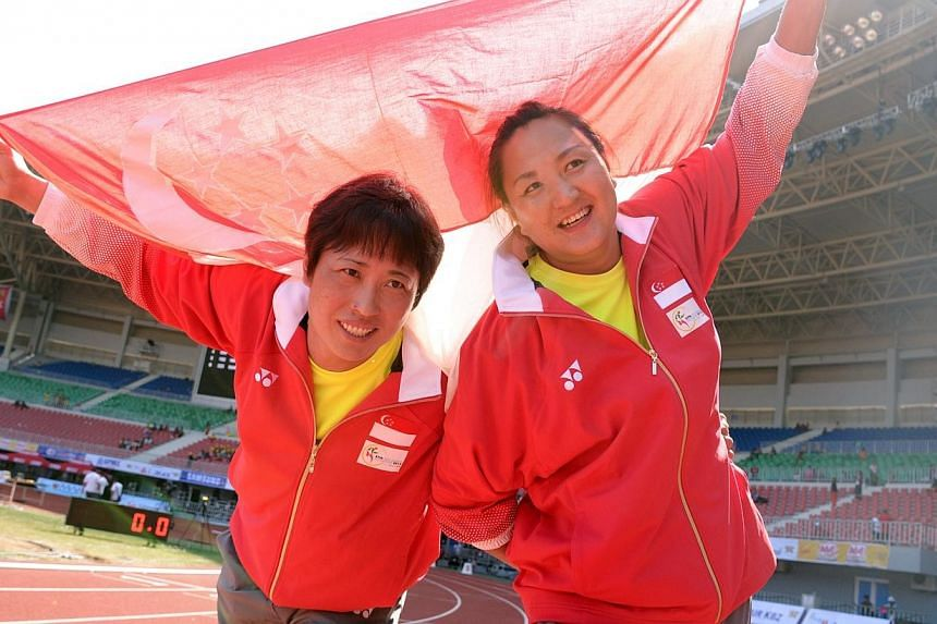 Zhang Guirong (left) won gold while Du Xianhui won silver in the shot put competition of the 27th SEA Games in Naypyitaw, Myanmar, on Saturday, Dec 14, 2013. -- ST PHOTO: LIM SIN THAI