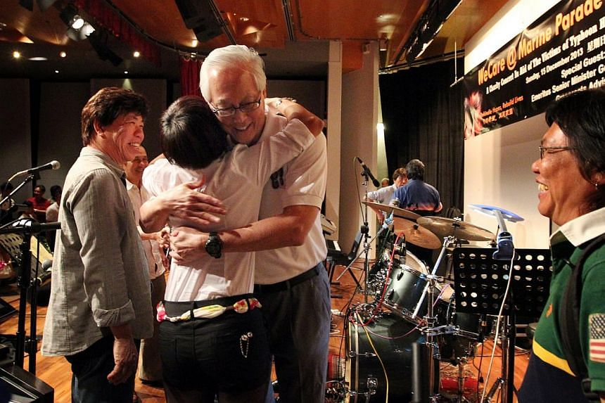 ESM Goh Chok Tong congratulating Ms Anne Koh, 47, and other performers at the Marine Parade Community Club who took part yesterday in a charity concert for victims of Typhoon Haiyan.