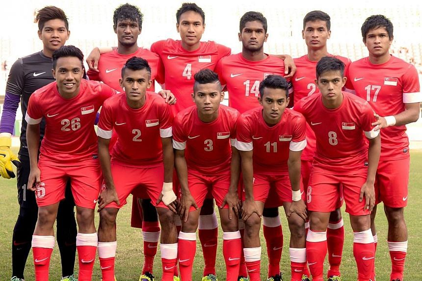 Singapore's footballers, runners-up of Group A after the preliminary stage, will meet Thailand in the SEA Games semi-finals on Thursday in Naypyidaw, Myanmar. -- ST PHOTO: LIM SIN THAI