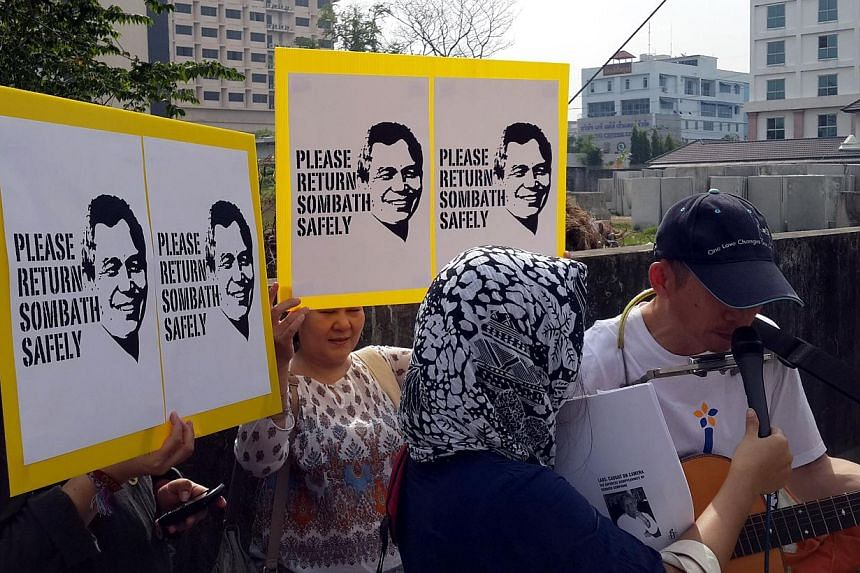 Remembering Sombath Somphone outside the Lao embassy in Bangkok on Sunday Dec 15 - one year after his disappearance. -- ST PHOTO: NIRMAL GHOSH