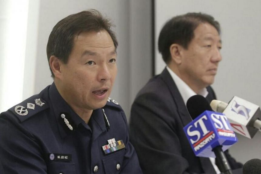 Commissioner of police Ng Joo Hee and DPM Teo Chee Hean chairing a press conference on the Little India riot investigations. -- ST PHOTO: CHEW SENG KIM