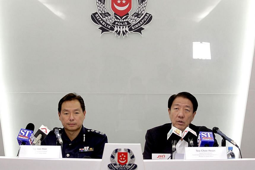 Commissioner of Police Ng Joo Hee (left) and Deputy Prime Minister Teo Chee Hean at the press conference on Tuesday, Dec 17, 2013, to announce that 28 foreign workers will be charged for the Little India mayhem while 53 will be deported. -- ST PHOTO: