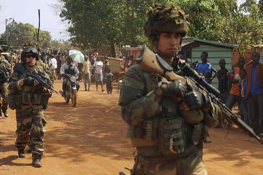 French soldiers carry their weapons on patrol in Boy-Rabe, a northern district of Bangui on Dec 17, 2013.Amnesty International said on Thursday the Central African Republic's mostly Muslim ex-rebels killed nearly 1,000 people in the capital Ban