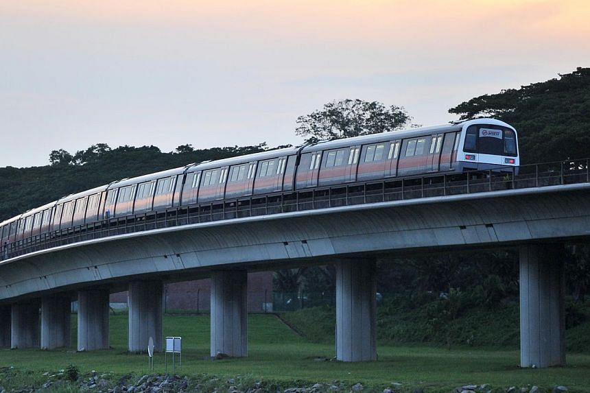 SMRT train and feeder bus services will be extended on Christmas Eve to cope with the expected increase in demand for services. Operating hours for selected bus services will also be adjusted. -- ST FILE PHOTO: LIM YAOHUI