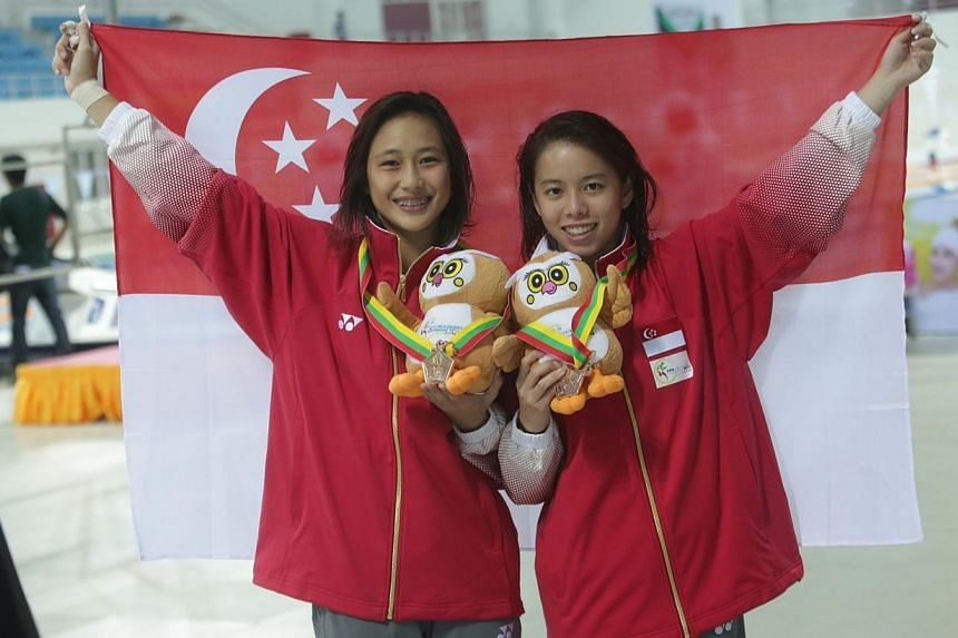 Fong Kay Yian (left) and Myra Lee of Singapore win the bronze medal in women's synchro 3m springboard during the 27th SEA Games in Naypyidaw's Wunna Theikdi Aquatic Centre, Myanmar, on 20 Dec, 2013. -- ST PHOTO: KEVIN LIM