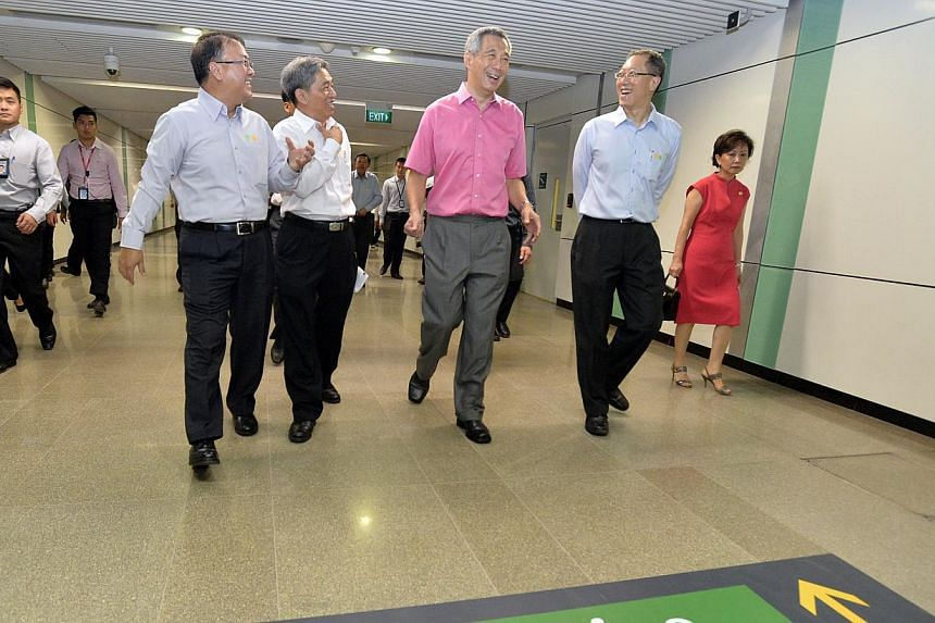 Prime Minister Lee Hsien Loong taking a guided tour on the linkway that connects the existing Bugis station and the new Bugis station along the new Downtown Line on Dec 21, 2013. With him were (from left) Land Transport Authority (LTA) deputy chief e