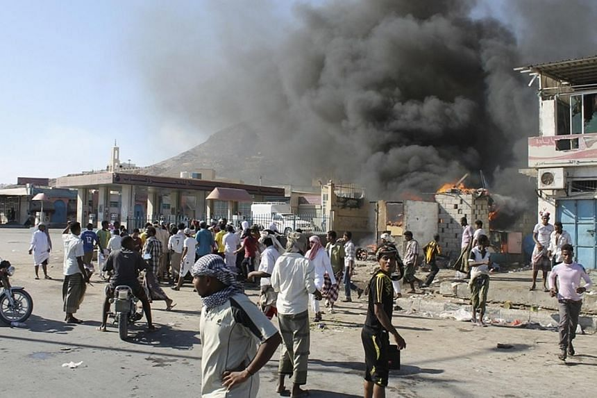Supporters of a southern separatist movement burn a qat market in the southeastern Yemeni city of Mukalla, on Dec 20, 2013. Several cities in south Yemen were virtually paralysed on Saturday, Dec 21, 2013, as an armed clash between southern mili