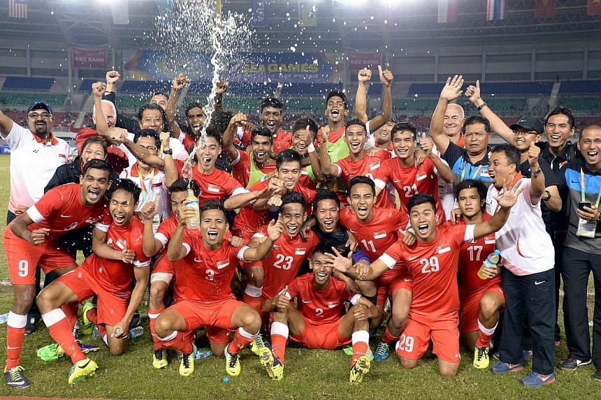 Lions celebrate after beating Malaysia 2-1 to win the bronze medal match of the 27th SEA Games in Naypyitaw, Myanmar, on Saturday, Dec 21, 2013. -- ST PHOTO:LIM SIN THAI