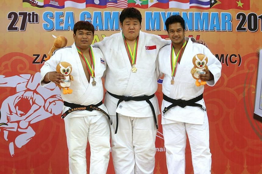 Singapore's Ho Han Boon (centre) wins gold in men's judo +100kg category during the 27th SEA Games in Naypyidaw's Zayar Thiri Indoor Stadium, Myanmar, on Saturday, Dec 21, 2013. -- ST PHOTO: KEVIN LIM