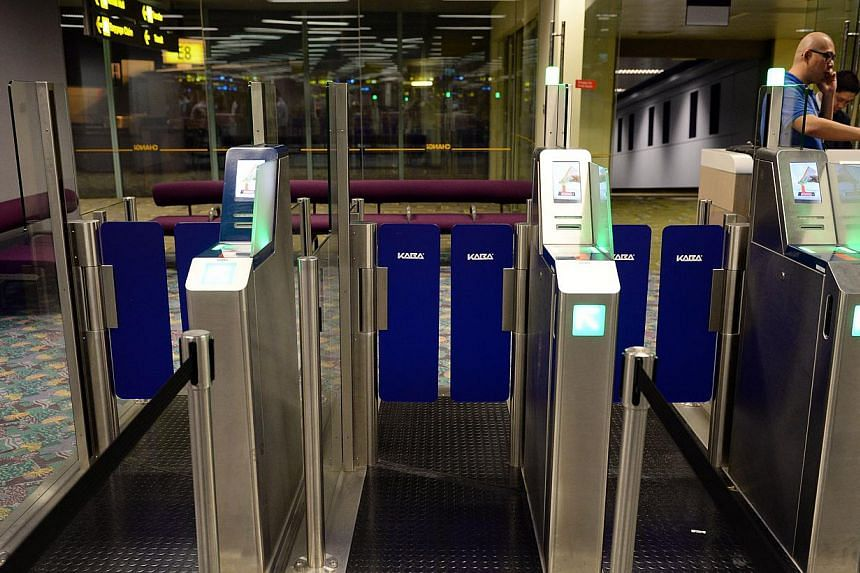 New self-service machines that are on trial at Changi Airport's Terminal 2 are letting travellers breeze through the boarding gates in under three seconds. -- ST PHOTO:RAJ NADARAJAN
