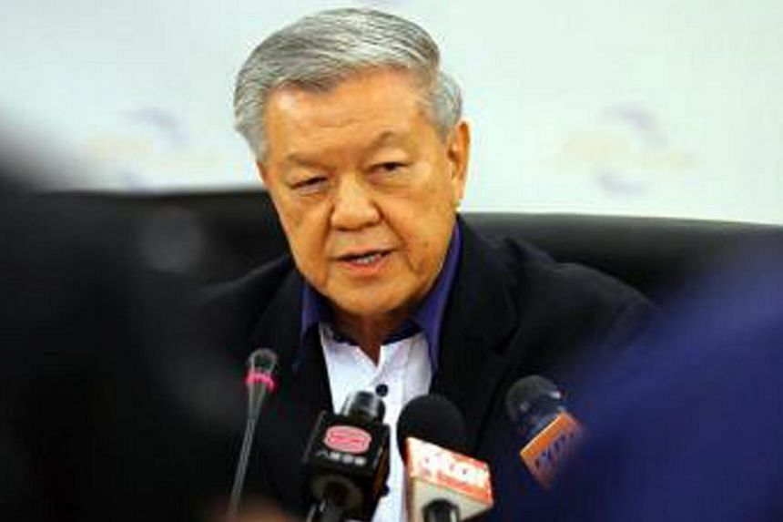 Dr Chua Soi Lek, former president of the Malaysian Chinese Association (MCA), announced that he would not contest in the 2013 general election at a press conference. -- PHOTO: THE STAR/ASIA NEWS NETWORK