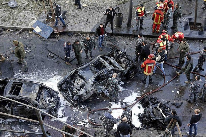 Civilians, soldiers and policemen gather at the site of an explosion in downtown Beirut, Dec 27, 2013.Damascus rejected accusations by Lebanon's March 14 coalition that it was behind the Beirut car bomb blast that on Friday killed six people, i