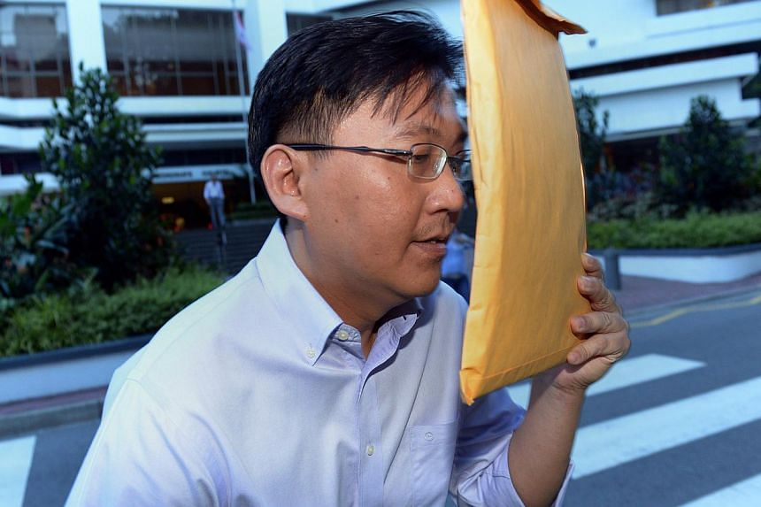 The assistant director of the Corrupt Practices Investigation Bureau (CPIB), Edwin Yeo Seow Hiong, accused of 21 offences including criminal breach of trust as a public servant and forgery, has indicated he will plead guilty to the charges. -- ST FIL