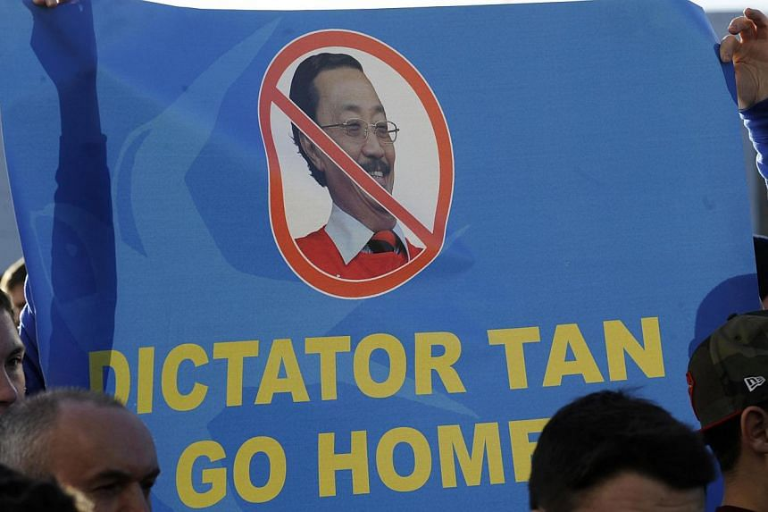 Cardiff City supporters hold up a banner to protest to club owner Vincent Tan before their English Premier League soccer match against Southampton at Cardiff City Stadium on December 26. -- PHOTO:REUTERS