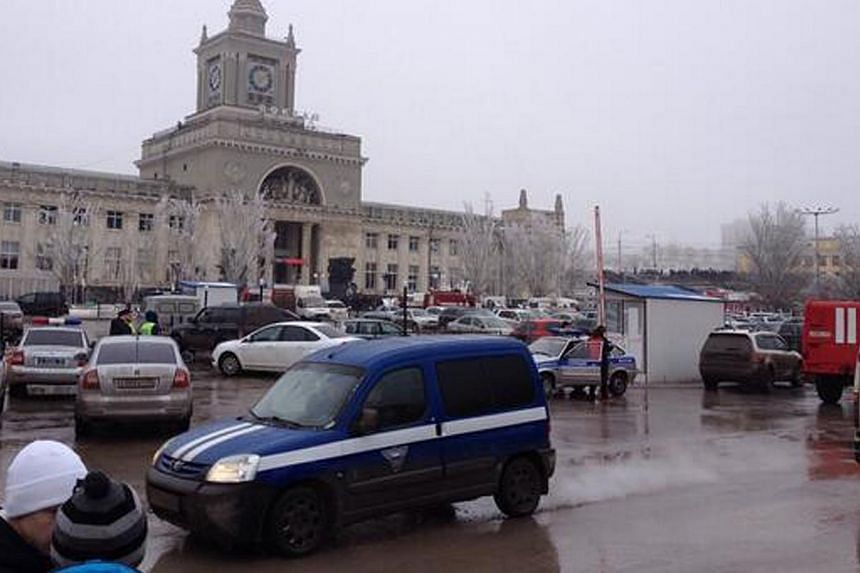 Emergency services approach a square outside a main entrance of the Volgograd railway station, Sunday, Dec 29, 2013. A female suicide bomber set off a blast on Sunday in a train station in the southern Russian city of Volgograd that killed at le