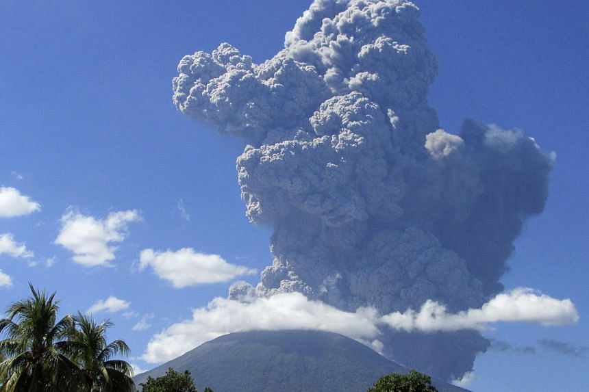 The Chaparrastique volcano spews ash in the municipality of San Miguel on Sunday, Dec 29, 2013. Some 2,000 people were evacuated in eastern El Salvador on Sunday when the Chaparrastique volcano belched and spewed a column of ashes high into the