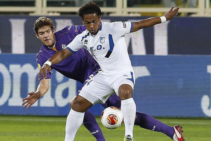 Fiorentina's Marcos Alonso (left) challenges Pandurii Targu-Jiu's Eric Pereira during their Europa League soccer match at the Artemio Franchi stadium in Florence, on Oct 24, 2013. Sunderland have agreed a deal to sign Fiorentina defender Marcos Alons