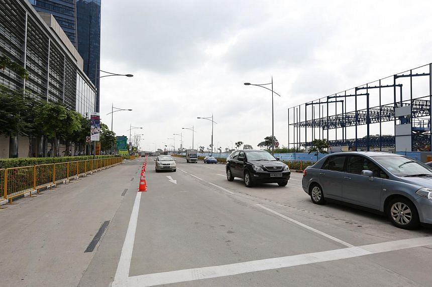 Traffic condition at Central Boulevard at 10.25am on Tuesday, Dec 31, 2013.-- ST PHOTO: ONG WEE JIN