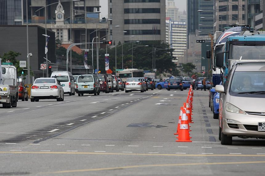 Traffic condition at Central Boulevard at 10am on Tuesday, Dec 31, 2013.-- ST PHOTO: ONG WEE JIN