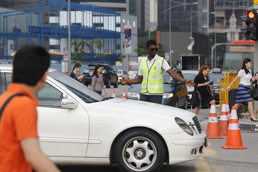 LTA officers were deployed to ease traffic flow at Central Boulevard on Tuesday, Dec 31, 2013. -- ST PHOTO: ONG WEE JIN