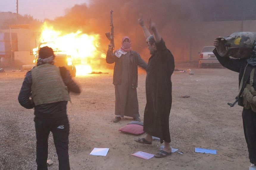 Protesters burn a police vehicle during fighting in Ramadi, on Dec 31, 2013.Violence in Iraq surged in 2013 to its worst level in five years, fuelled by widespread discontent among the Sunni Arab minority and Syria's civil war, figures released