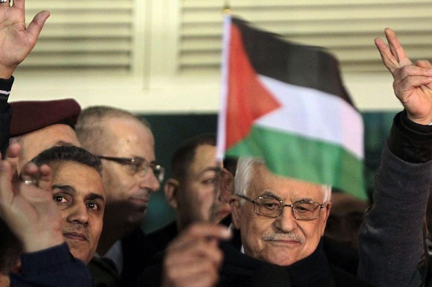 Palestinian President Mahmoud Abbas addresses released Palestinian prisoners at his headquarters in the West Bank city of Ramallah, on De 31, 2013. Israel and the Palestinians sharpened their rhetoric as US Secretary of State John Kerry headed to the