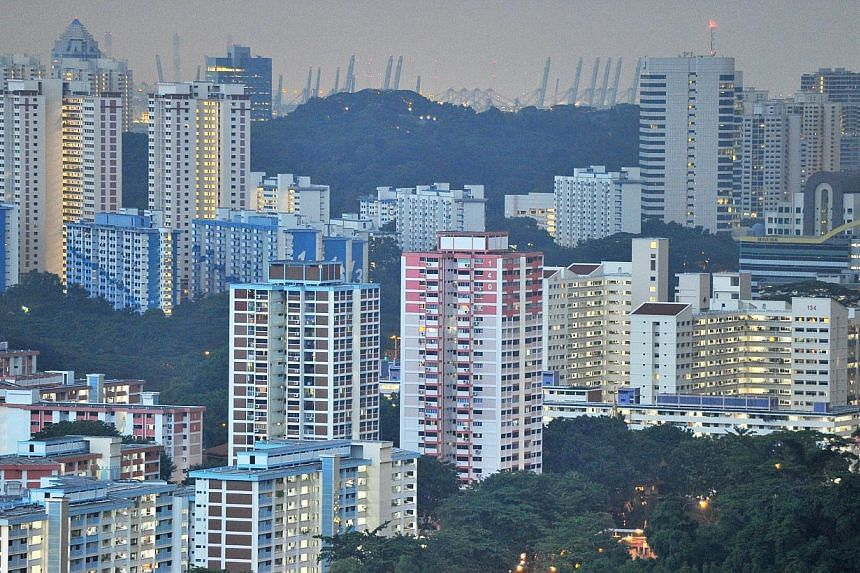Prices of Housing Board (HDB) resale flats fell 1.3 per cent in the fourth quarter of 2013, according to estimates released by the national housing authority on Thursday. -- ST FILE PHOTO: LIM YAOHUI
