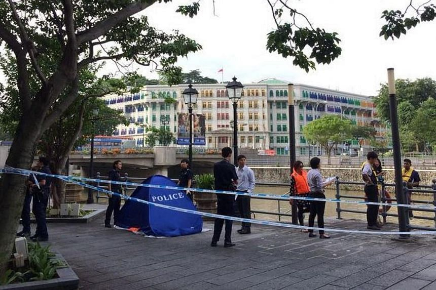 The body of a man was pulled from the Singapore River in front of The Riverwalk, at Upper Circular Road, on Thursday afternoon. -- ST PHOTO: NG SOR LUAN