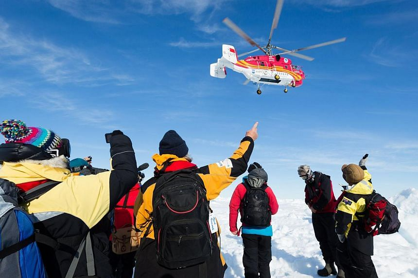 This photo released by the Australian Antarctic Division on Jan 2, 2014, shows a rescue helicopter from the Chinese ship Xue Long carrying passengers who spent Christmas and New Year trapped on the ice-bound Russian research vessel Akademik Shokalski