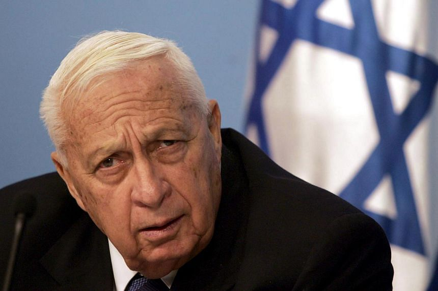 """Former Israeli Prime Minister Ariel Sharon addressing a press conference in Jerusalem in this Nov 16, 2005 photo. MrSharon's health deteriorated further on Thursday, with his """"vital organs"""" failing, said the hospital where he has been housed in"""