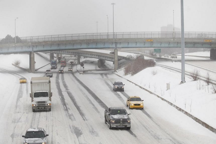 Motorist drive along a snow covered Interstate-94 in Detroit, Michigan, on Jan 2, 2014. The first major winter storm of 2014 bore down on the north-eastern United States on Thursday with heavy snow, Arctic temperatures and strong winds just as many p