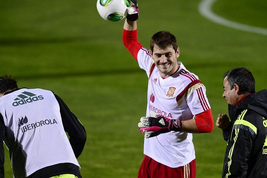 Spain National football team goalkeeper Iker Casillas (centre) takes part in a training session on Nov 13, 2013 at Sport City ground in Las Rozas near Madrid. Casillas on Friday welcomed the birth of his first child, a baby boy called Martin, wi